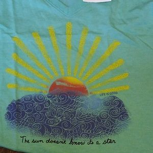 Women's Sz Sm T-shirt Life is Good NWT
